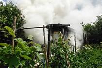 Požár chatky v Hořicích.