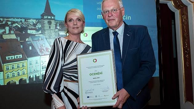 Ocenění převzal v Praze starosta města Jan Malý.