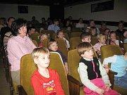 Ze zahájení letošní sezony loutkového divadla Srdíčko.