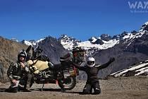 Na jedné motorce projeli 29 zemí.