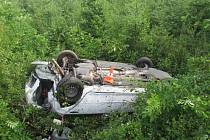Nepřiměřená rychlost na mokré vozovce zřejmě stála za dopravní nehodou u Miletína.