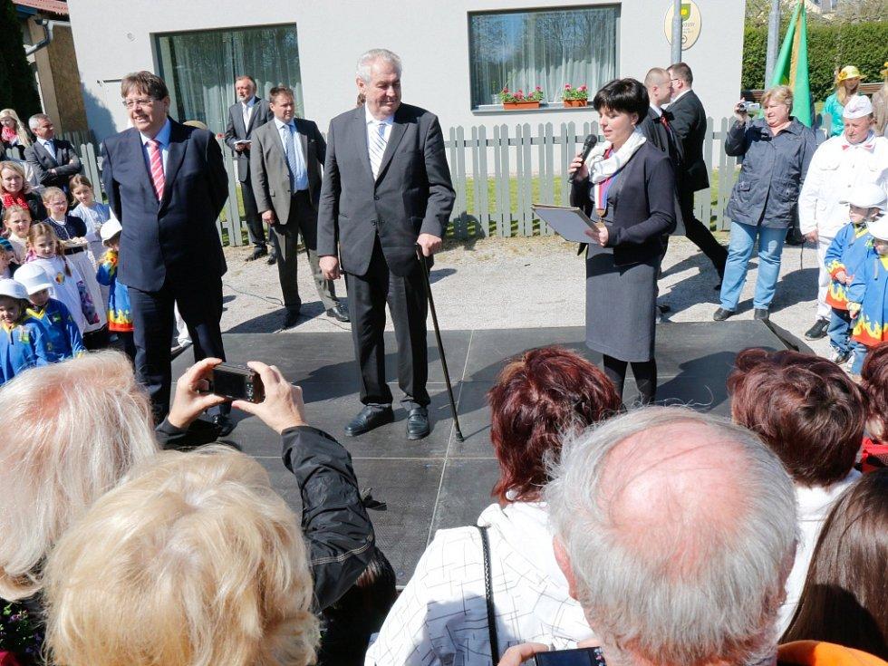 Prezident Miloš Zeman navštívil také Holovousy.