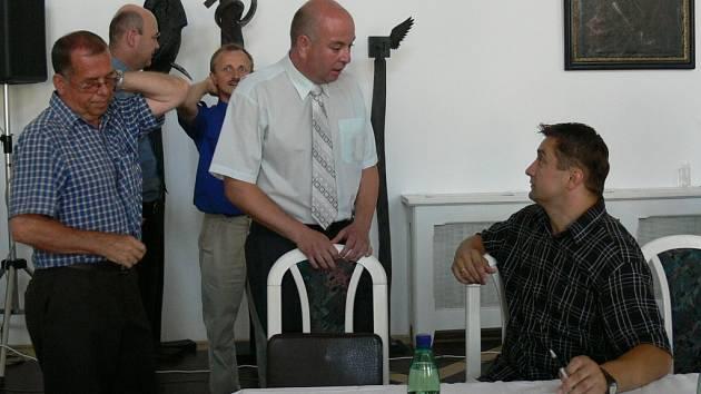 Na veřejném zasedání rozhodli jičínští zastupitelé o pokračování privatizace bytů ve městě.