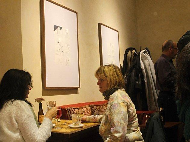 Páteční večer se v jičínském Caffé Lodgie nesl ve znamení tří umělkyň.