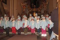 Vánoční zpívání v železnickém kostele.