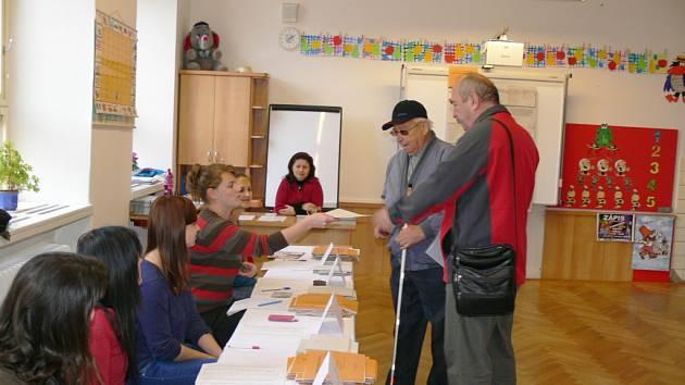 Také v Jičíně se otevřely volební místnosti.