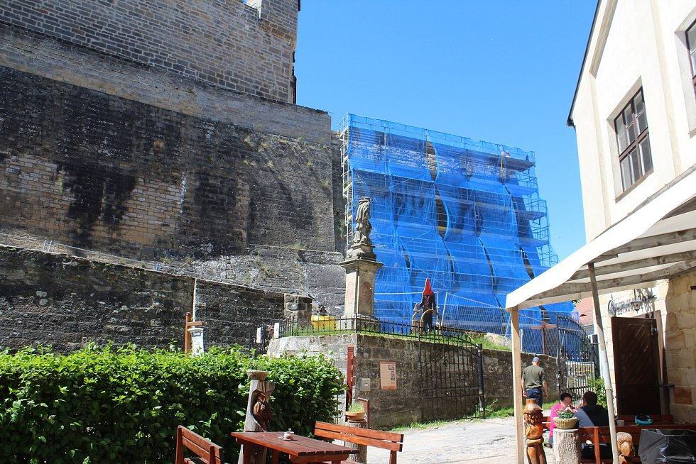 Hrad Kost prochází rozsáhlou rekonstrukcí.