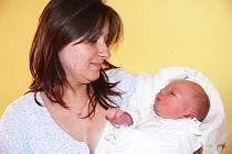 Manželé Jan a Simona Holoušovi mají velikou radost ze svého prvorozeného syna Jana, který se narodil 17. července v jičínské porodnici. Byl to pěkný cvalík, vážil 4180 g a měřil 54 cm. Doma bude v Tikově.