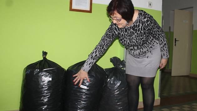 Žáci valdické školy sbírali víčka.