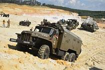 Pod Zebínem si dala sraz vojenská vozidla.