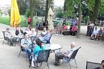 Z koncertu cimbálovky Muzička v jičínském parku.