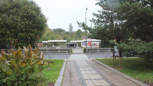V Nové Pace byla zahájena rekonstrukce autobusového nádraží, které je uzavřeno. Provizorní zastávky vznikly v Kotíkově ulici. V lokalitě je omezeno i parkování.