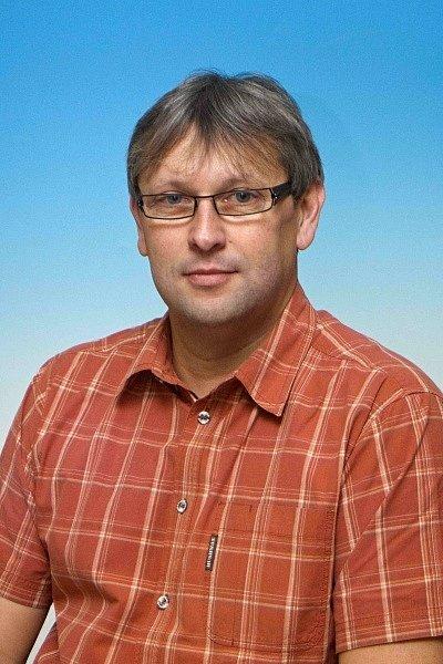 JIŘÍ SKALA (Sokol Vysoké Veselí) Obnovil volejbal ve Vysokém Veselí, trenér mládeže, dvou přebornických týmů.