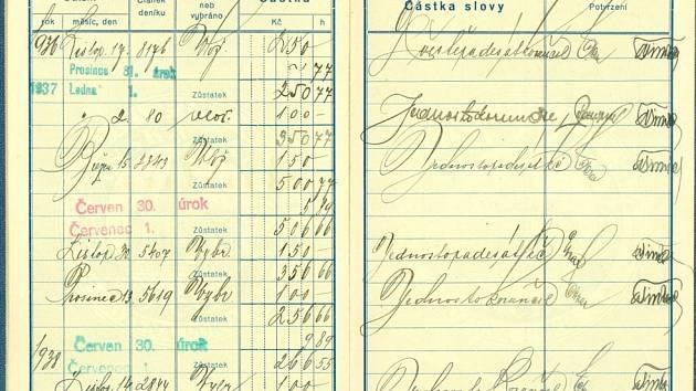 Vkladní knížka Občanské záložny v Jičíně od roku 1936.