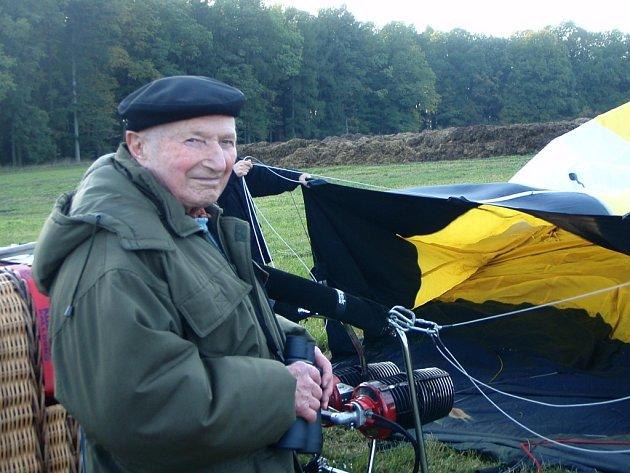 Jiří Medlík letěl v jeho 90 letech balonem.