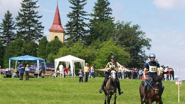 Ladislav Smudek s koněm Hery a Blanka Provazníková na startu, v cíli 4. a 6. místo.
