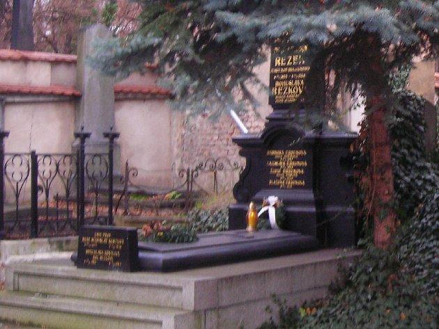 Hrob básníka Karla Jaromíra Erbena.