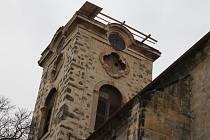 Věž jičínského kostela sv. Ignáce.