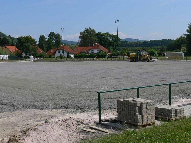 Moderní sportoviště na sídlišti prochází po dvou letech provozu rekonstrukcí.