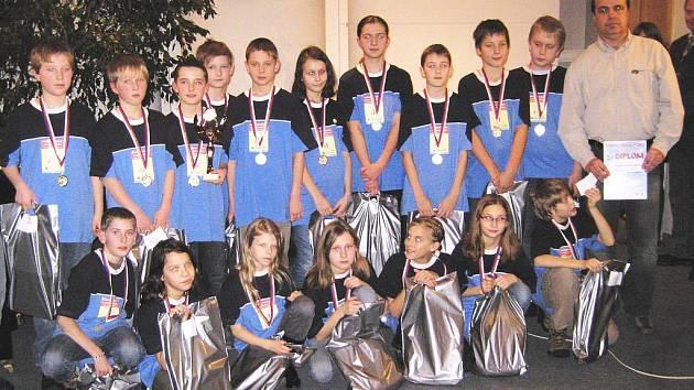 Novopačtí basketbalisté, nejmladší minižactvo Sokola.