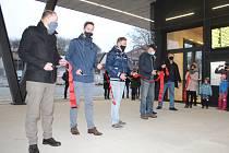 Město Nová Paka v neděli zprovoznilo nový autobusový terminál v Kotíkově ulici. Náklady na stavbu dosáhly částky 65 milionů, s financováním výrazně pomohla EU sumou 48,5 milionů.