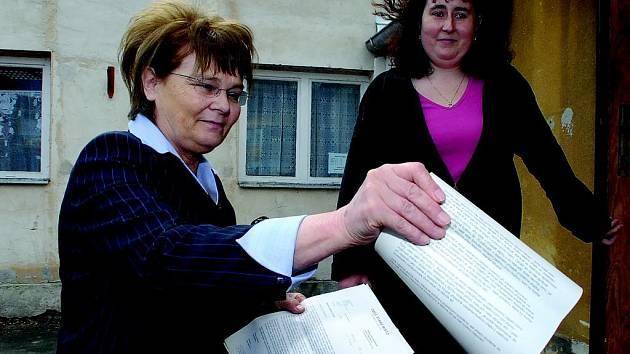 Poslankyně Hana Orgoníková (vlevo) se starostkou Starého Místa Ditou Loudovou.