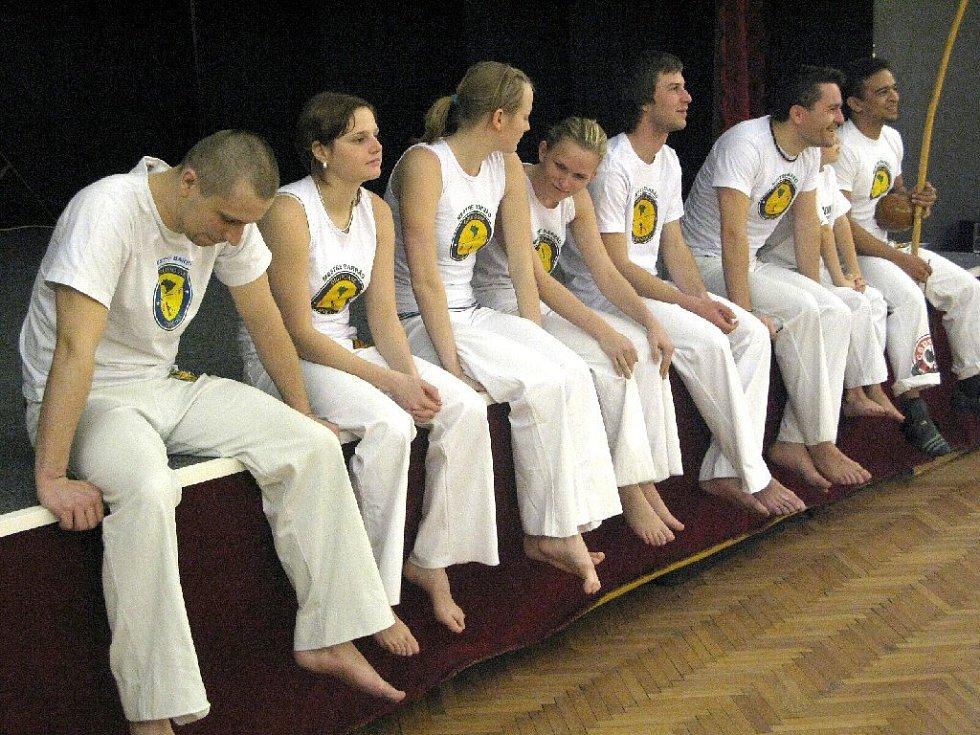 Z ukázek bojového tance capoeira.