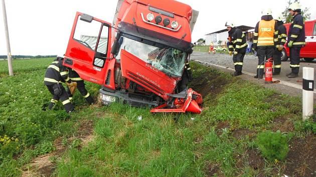 Střet kamionu s dodávkou u Podhorního Újezdu.