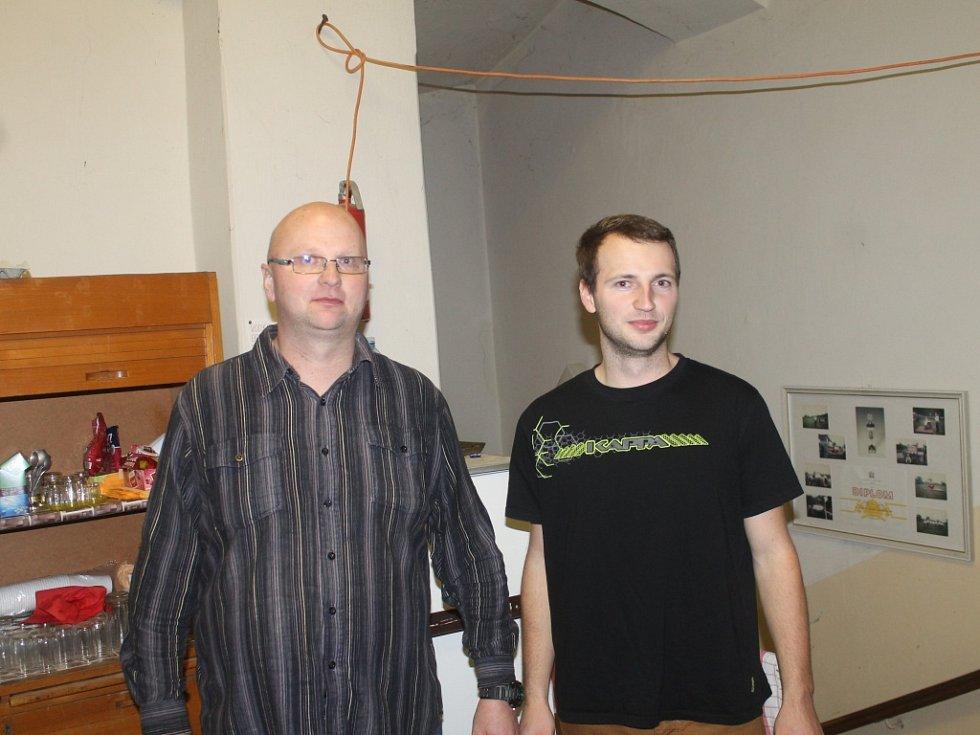 JAKUB POSPÍŠIL dokázal svou pohotovou reakcí zachránit svému strýci (nalevo) život.