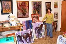 Věra Horstová doma ve svém ateliéru.