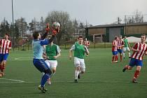 DUEL celků ze špice tabulky vyzněl pro Jaroměř, která v Jičíně zvítězila 1:0. Na snímku situace z utkání.