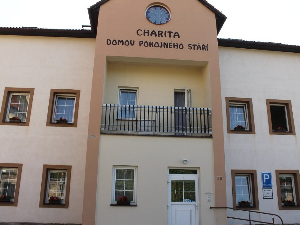 Z Libošovic: Dům pokojného stáří.