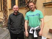Dva hrdinové ze Dřevěnice, kteří pomohli okradené prodavačce v Jičíně