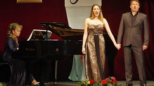 Z koncertu tenoristy Aleše Brisceina.