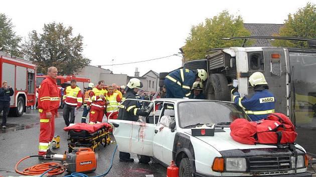 Cvičení záchranářů v Miletíně.