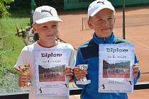 Vítěz turnaje Adam Juliš a druhý Matěj Kracík.