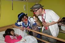 Zdravotní klauni v jičínské nemocnici.