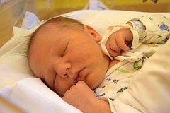 Matěj Svoboda se usmívá na svoje rodiče Miladu a Tomáše Svobodovi od 26. listopadu, kdy se narodil s porodní mírou 50 cm a váhou 3,80 kg. Doma v Jenišovicích se na bratříčka těší šestiletý Filip.