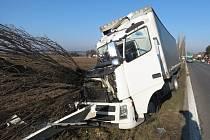 Nehoda kamionu u Podhorního Újezdu.