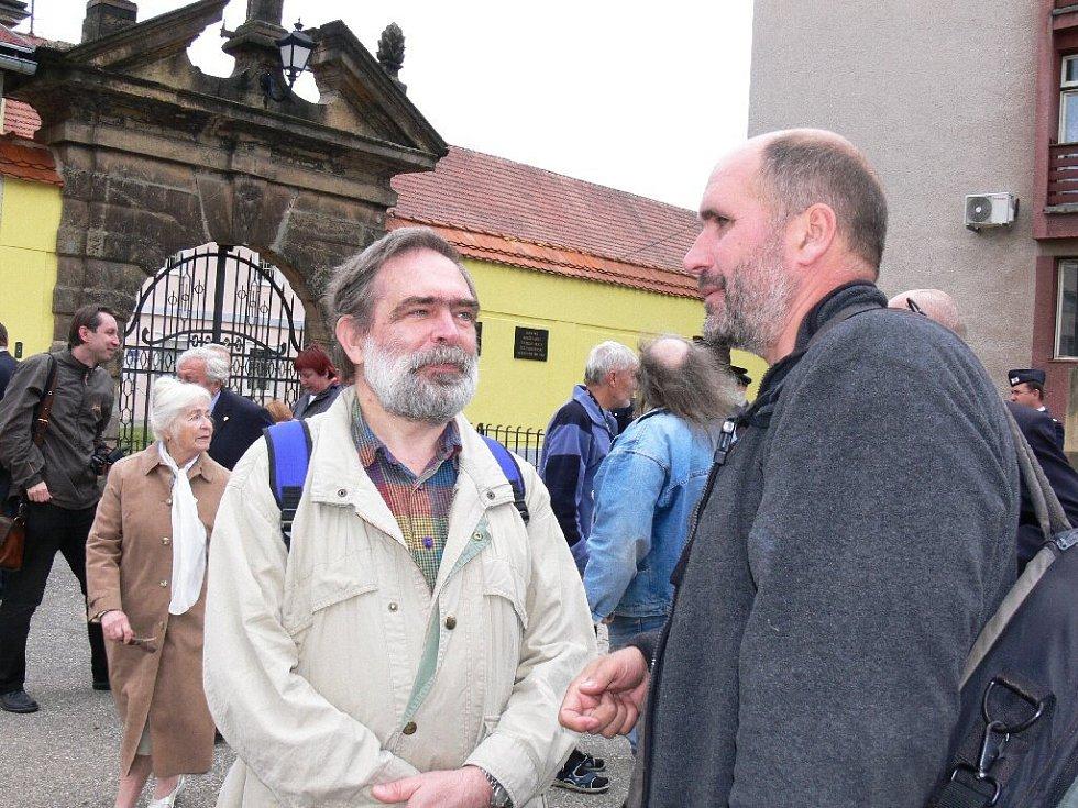 Bývalý politický vězeň Jiří Gruntorád (vlevo).