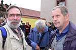 Bývalý politický vězeň Jiří Gruntorád (vlevo) a farář Josef Kordík.