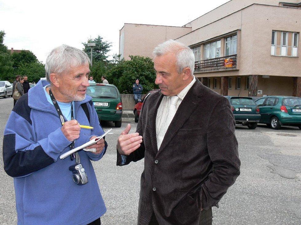 Starosta Valdic Zdeněk Žurek (vpravo) s Bohumírem Procházkou.