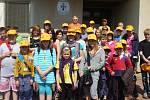 Nejmladší včelaři po soutěží Zlatá včela v Běcharech.