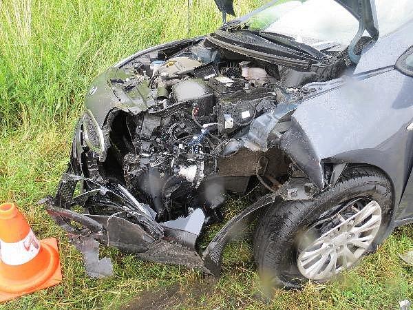 U obce Tuř se srazila dvě auta.