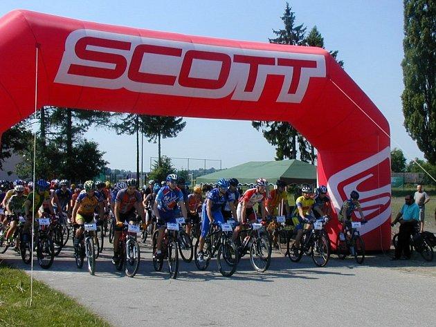 Na start se postavilo více než sto účastníků ze tří českých krajů.