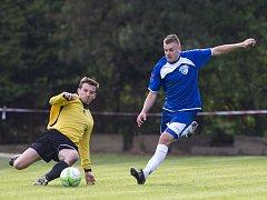 Fotbalisté Železného Brodu v domácím utkání nestačili na Trutnov (ve žlutém) a prohráli 3:1.