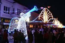 Vánoční dekorace v centru Jičína.