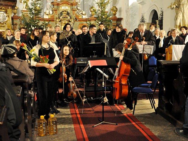 Česká mše vánoční rozezněla hořický kostel