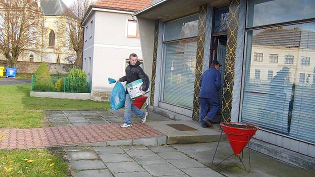 Charitativní sbírka v Ostružně.