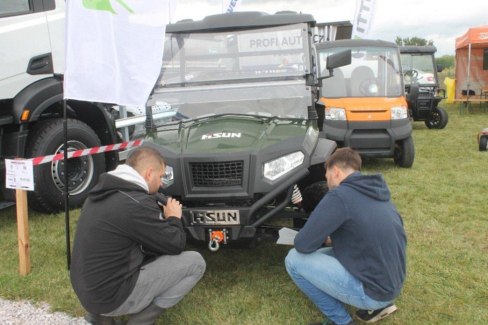 Kobit mimo jiné předvedl svoji flotilu cisternových vozidel, které dodává  české armádě.